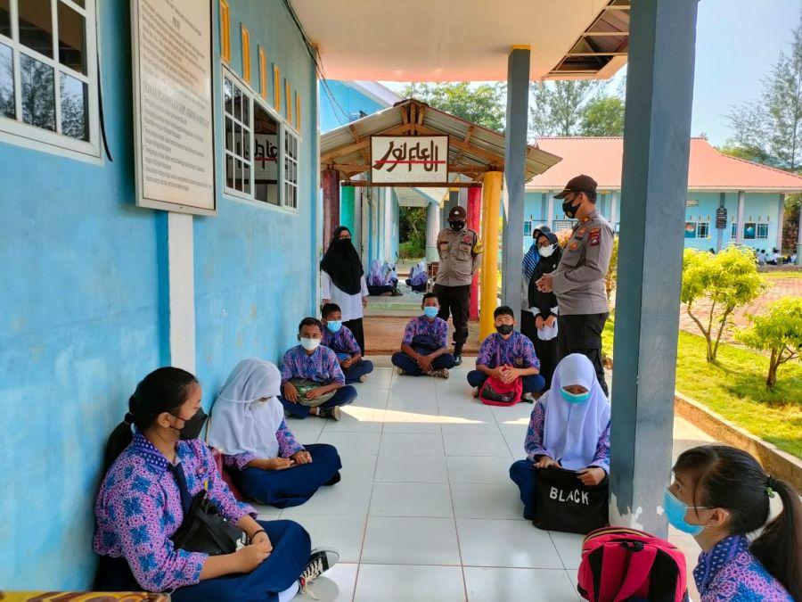 Polsek Bintan Timur Cek Prokes di Sekolah Saat Pembelajaran Tatap Muka Diberlakukan